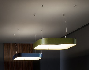 Závesná lampa z látky nad stôl